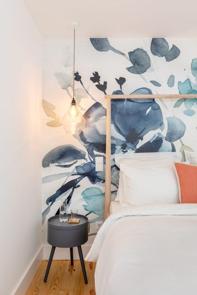 pormenor quarto suite com papel de parede
