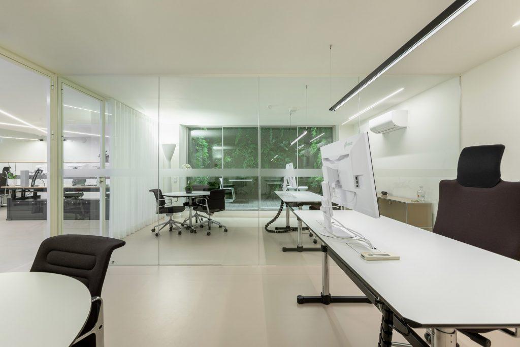 escritorio e sala de reuniao