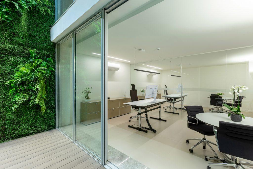 escritorios com divisao em vidro