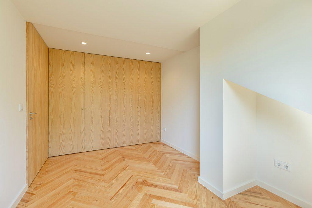 quarto com armários embutidos